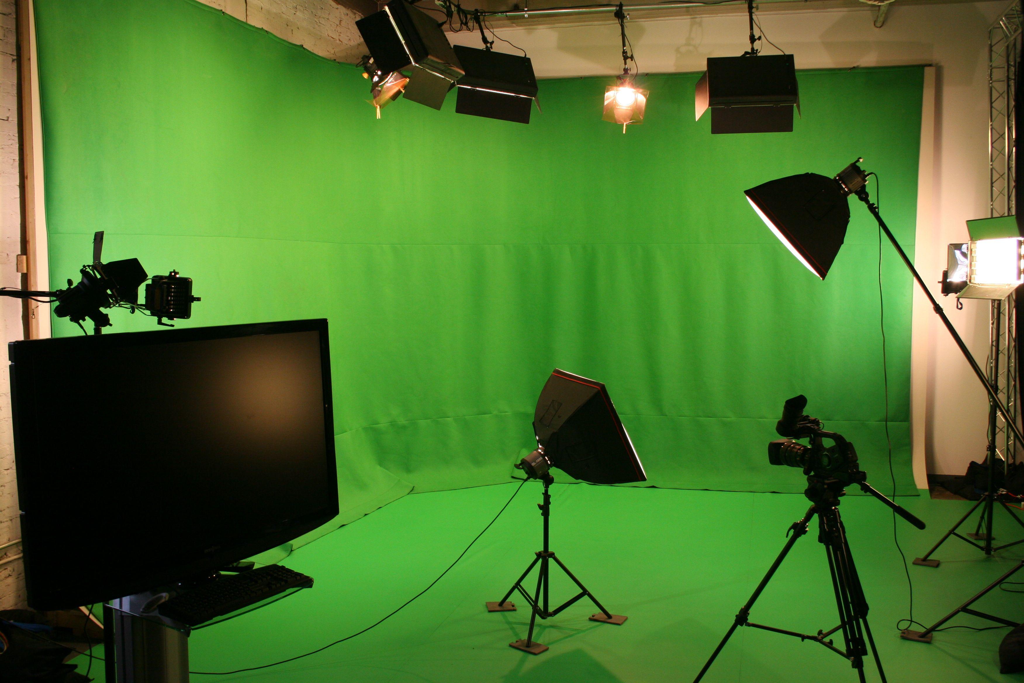 StudioSlide2_1.jpg